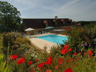 Villa with heated swimming pool in Dordogne near Lascaux cave and Sarlat