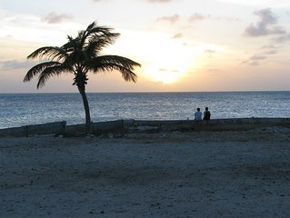 Your place in Paradise! Beach, pool, plus diving and truck rental discounts!