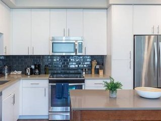 Professionally Managed 2br/2ba with Pool & Gym - Two Bedroom Apartment, Sleeps 6