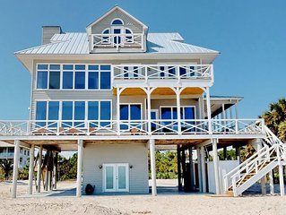 Newly remodeled beachfront beauty in the Plantation, dogs welcome! Fireplace, fr