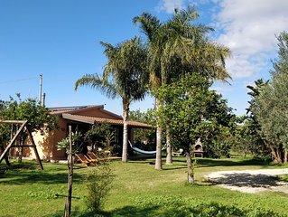 Villa al mare, eco-friendly,  in 1 ettaro di giardino di limoni, climatizzata,