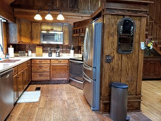 Authentic Log Cabin Escape, Wifi Included