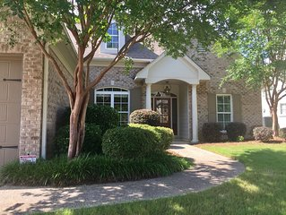 Spotless home in Grand Oaks, minutes from Square!