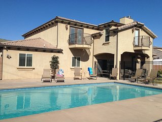 PRIVATE POOL 34'x18', 25 Minutes to Zion,  Playset for Kids, 7 bdrm, sleeps 32