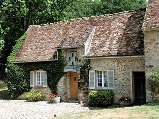 Le Pigeonnier, lovely cottage at the Former Home of Edward and Mrs Simpson