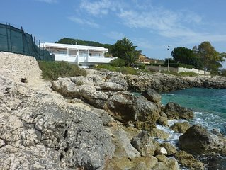 Casa sugli Scogli overlooking the bay at Fontane Bianche