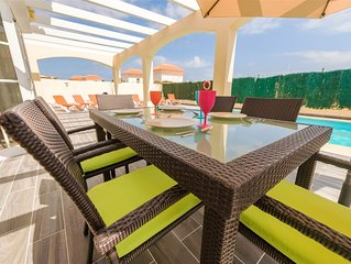 Luxury private golf villa with BBC, ITV,C4 etc Wii and slate pool table.