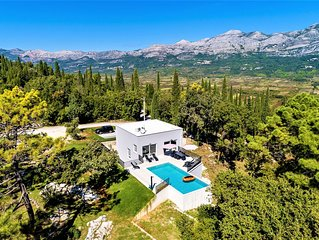 Villa Splendor, new modern 5 bedroom, near Dubrovnik, private pool with parking