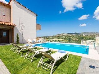 Villa Renta Eleni! Country views, private pool, 350 m2 lawn, close to beach!