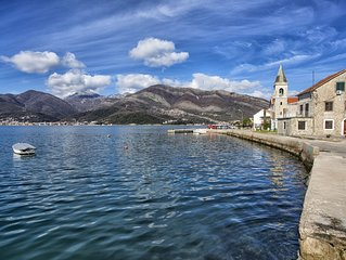 Detached Waterfront House.  Completely renovated in 2017. 3 B, 2BR