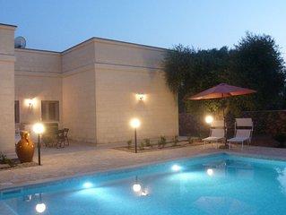 Villa mit Privatpool und Meerblick im Olivenhain