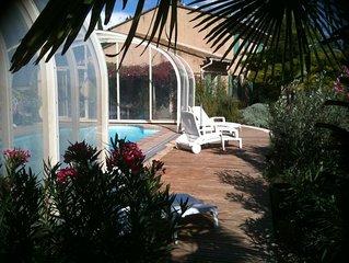Bastide vue sur le Luberon et abri sur piscine pour 10/11 pers  1120/2200 €/sem