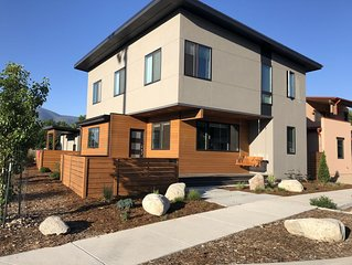 Beautiful New 3BR!  Steps from the Arkansas River and close to town  (STR #0303)
