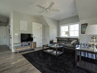 Walk to town of Highlands, brand new 2 BR/2 BA apartment - Sleeps 6!