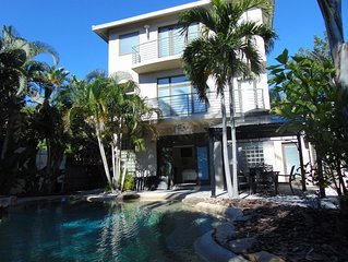 Paradise pool home nestled in private neighborhood-BOOK NOW FOR WINTER!!!!!!