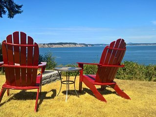 ***WATERFRONT*** Cute cottage, AMAZING VIEWS, walk to Long Point Beach