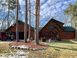 New Listing!Beautiful Log Cabin near Devil`s Lake.