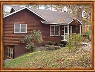 Cabin, 3 beds/baths, sleeps 8, large yard for pets, hot tub, stocked kitchen