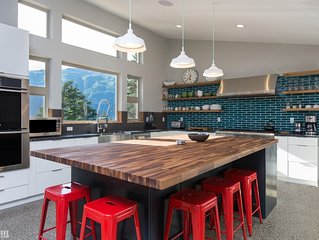 Dream Views & Chef's Kitchen-Modern, Mountain Home w/ Hot Tub