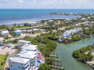 Reel Paradise'  Gorgeous Villa 5/5 w/Elevator/Boat Dock/ Pool/ Sleeps 10