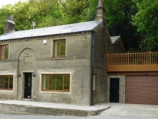 Spring Wood Cottage - cosy yet luxurious - sleeps 16 with hot tub spa room!