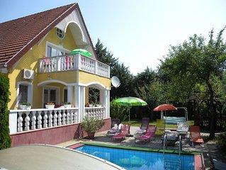 Ferienwohnung mit Pool, Klimaanlage, 2 Bäder und Terrasse