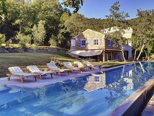 Ferienhaus mit Pool und Whirlpool