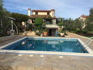 Ferienhaus mit 2 separaten Wohnungen und mit Pool