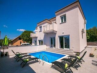Ferienhaus mit Poollandschaft