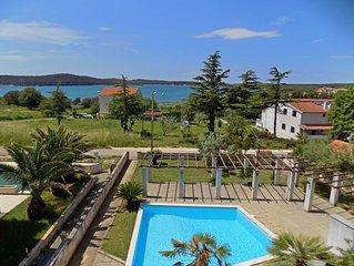Ferienwohnung mit Pool, Klimaanlage und Meerblick