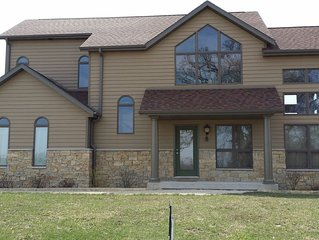 Huge 4BR/4.5BA on 3 Levels, Pet Friendly, 6 HDTVs, Fire Pit, Pool Table