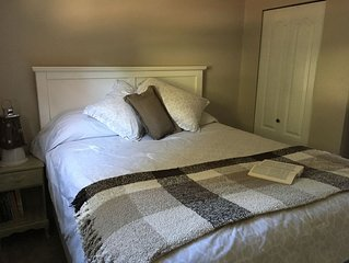 """Vacation Cottage In The Heart Of Parksville, stroll  to beaches  """"Studio B"""""""