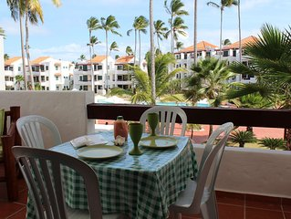 Fantastic Condo on the Beach. Relax and enjoy the breeze !!!