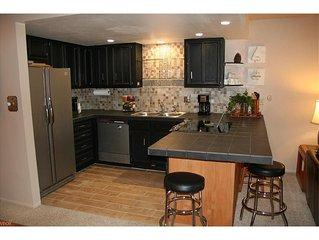 3br/3ba, Luxury Golf Course Condo, Close to Ski Slopes & Cross Country on Golf