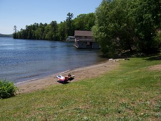 Nice view of the lake-100ft to the Beach and use of a conoe-close to LG village