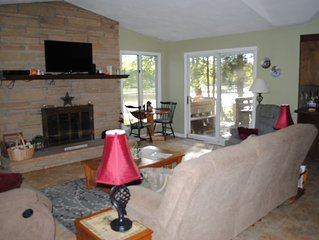 4 Season Lakefront Home Beautiful Views, Central AC, Game Room, Fireplace, WiFi