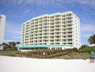 Beachfront Condo With Magnificent Views, vacation rental in Marco Island