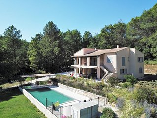 Recently renovated, private swimming pool. 6800 m2 of surrounding property
