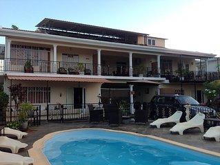 Flic En Flac: maison / villa - 7 pieces  9 personnes  (19 avec studio + appartme