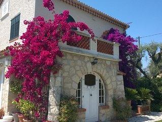 Cap d'Antibes, Villa art déco dans parc privé , accès à la plage à 10 mn à pied
