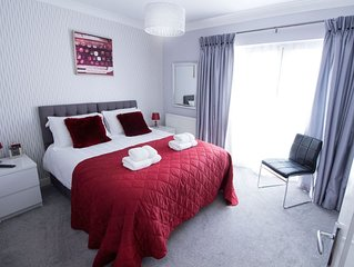 Luxury House- city centre oasis, next to Roman Walls and racecourse,free parking
