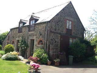 Detached Barn Conversion with heated pool and wifi