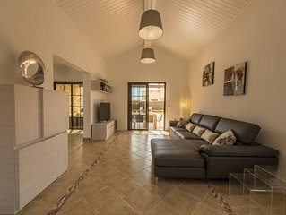 Luxury 4-Bedroom Villa with Pool, Wi-Fi and Air Conditioning