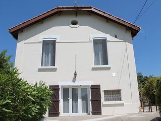 Quiet village house, large peaceful garden, pool, all amenities, beaches 30 mins
