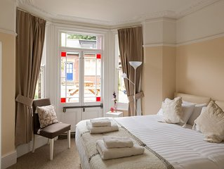 Victorian Hall overlooking the River Cam in the heart of Cambridge, 10 bedrooms