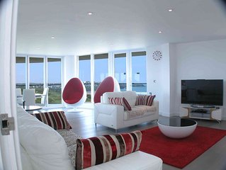 Luxury 4 bedroom penthouse with fabulous sea views overlooking Fistral Beach
