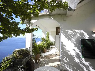 Spacious flat with fantastic views and private terrace and garden In Positano.