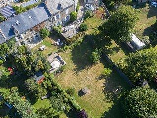 Maison avec grand jardin a Saint Lunaire. Peut accueillir jusqu'a 13 personnes.