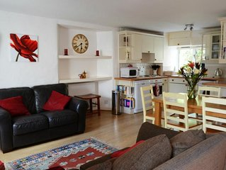 California Cross Holiday Cottage, with Shared Pools, tennis court & Internet