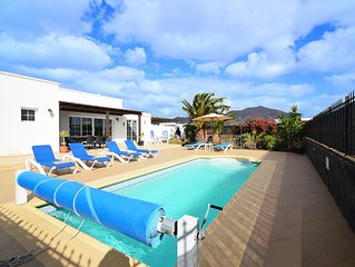 Spacious & Modern 3 Bedroom Villa With Private Pool And Mountain Views & free wi